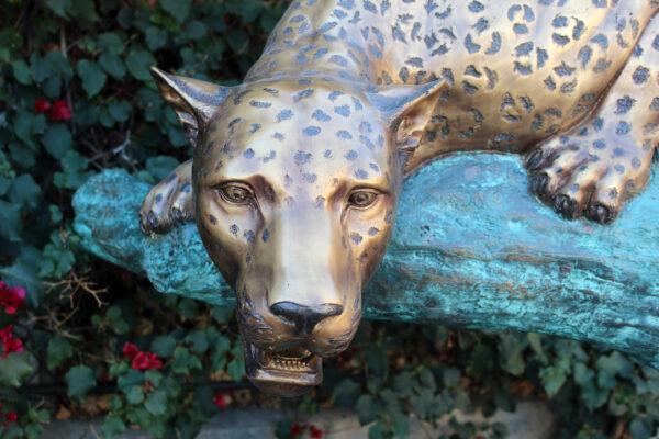 bronze lepoard statue